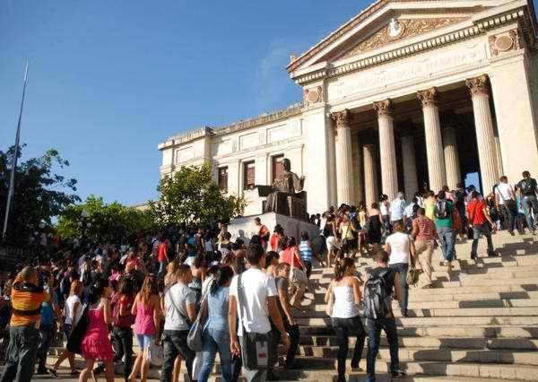 Estudiantes universitarios de Cuba.