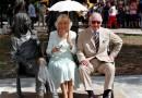 Se dan un baño de masas, en La Habana, el príncipe Carlos de Inglaterra y su esposa la duquesa Camila